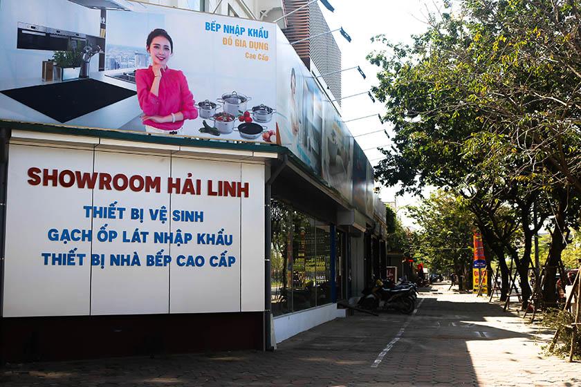 gạch lát nền màu ghi xám đẹp tại showroom Hải Linh