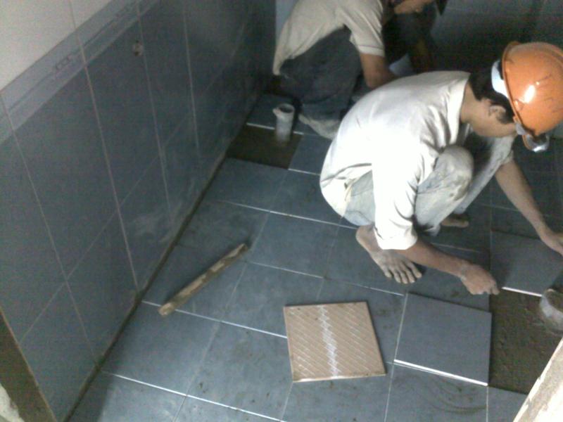 thi công gạch lát nền nhà vệ sinh