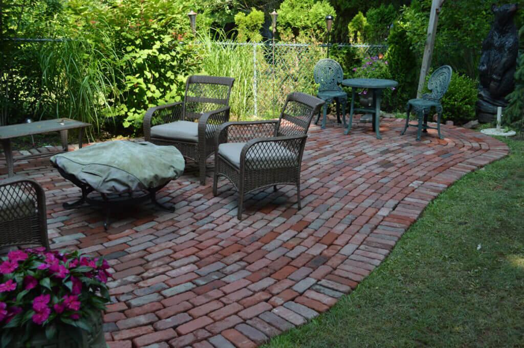Chọn vật liệu gạch lát sàn cho sân vườn đẹp-02